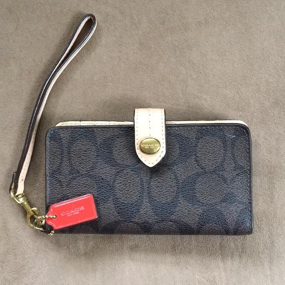 quality design df8f5 e0490 Coach wristlet/wallet/cell phone holder